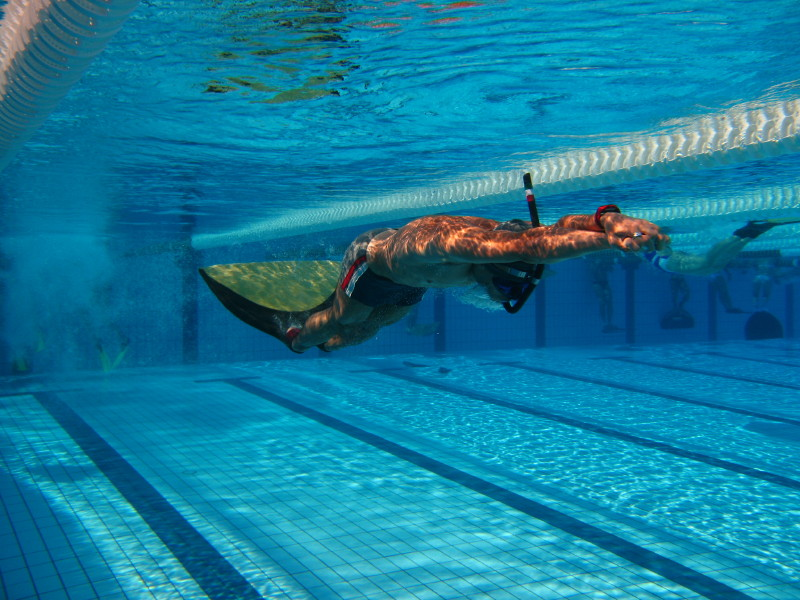 1000 images about deportes on pinterest for Aletas para piscina
